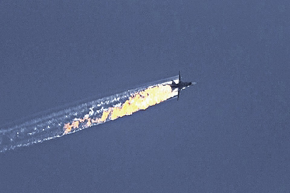 Что же было на борту Су-24? Одни наши эксперты называют секретный комплекс радиоэлектронной борьбы «Хибины». Другие считают, что «Кука» погасили более мощной системой РЭБ. Короче, военная тайна. Фото: Twitter