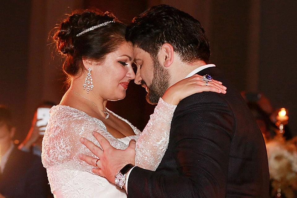 О том, что Анна Нетребко приняла предложение руки и сердца Юсиф Эйвазова стало известно еще в середине года
