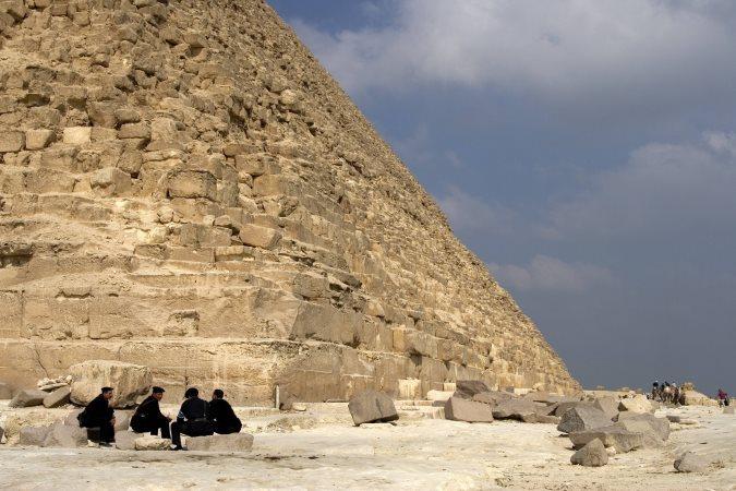 Возле египетских пирамид расстреляли туристов