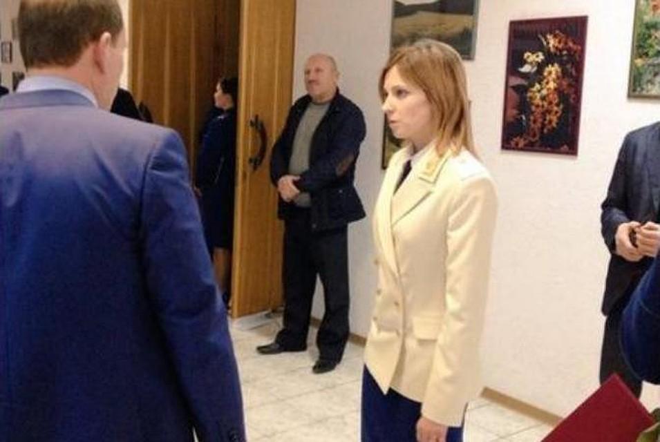 Наталья Поклонская появилась на людях в генеральском кителе. Фото: @KorNew/Тwitter