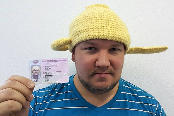 9 января Андрею Филину выдали водительское удостоверение, на котором он запечатлен с вязаным дуршлагом на голове