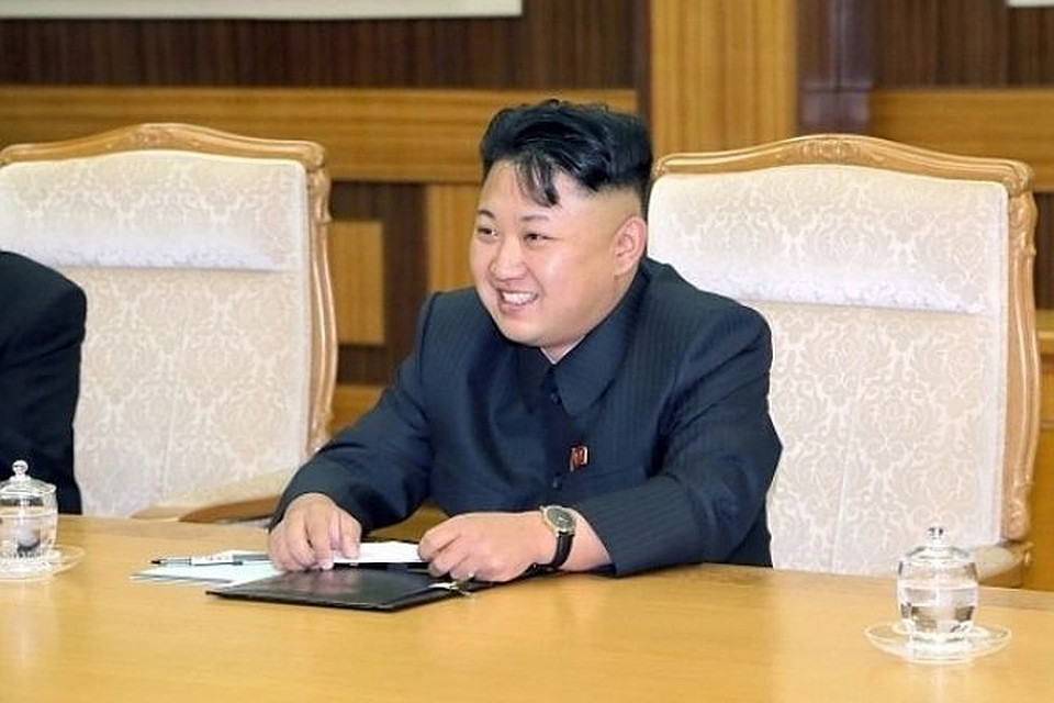 СМИ: Ким Чен Ын умеет петь и играть на гитаре
