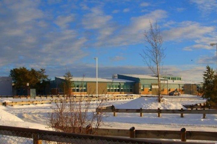 Школа небольшого канадского городка Ла Лош, где произошла трагедия