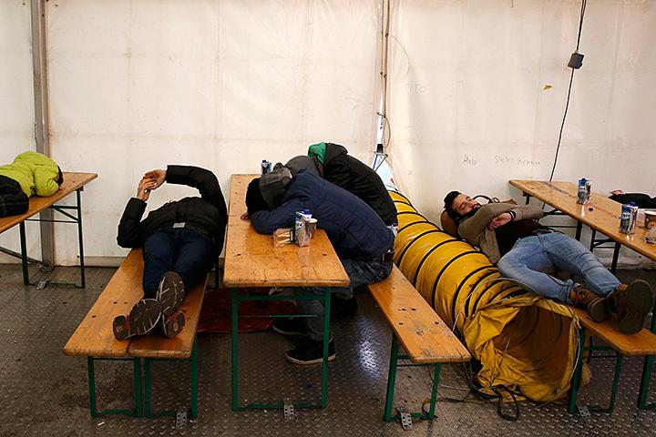 Беженство - перспектива не замечательная. Нищета, обиды, жилье в палатках, отсутствие работы