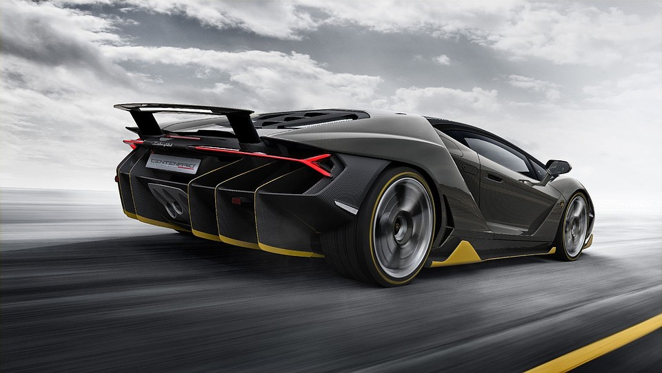 Lamborghini показал юбилейный спорткар Centenario