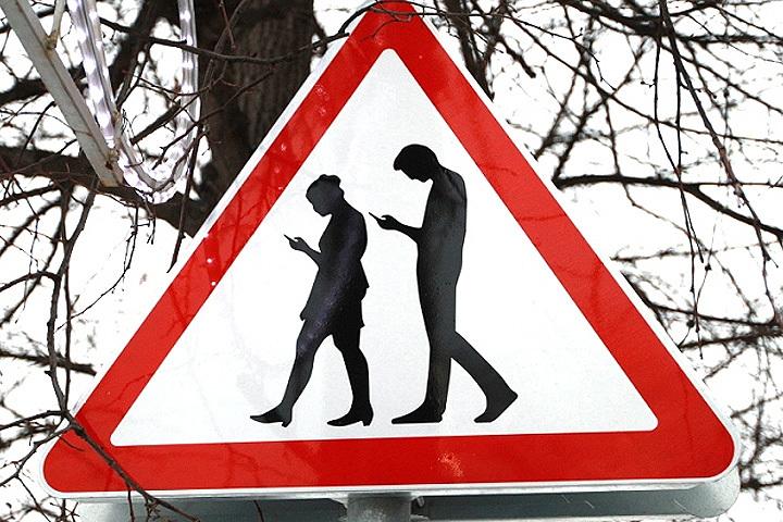 В Сокольниках уставили знак «Осторожно, зомби».