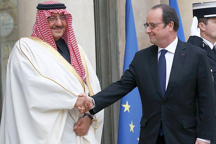 Франсуа Олланд и министр внутренних дел Саудовской Аравии принц Мухаммед бен Наиф.