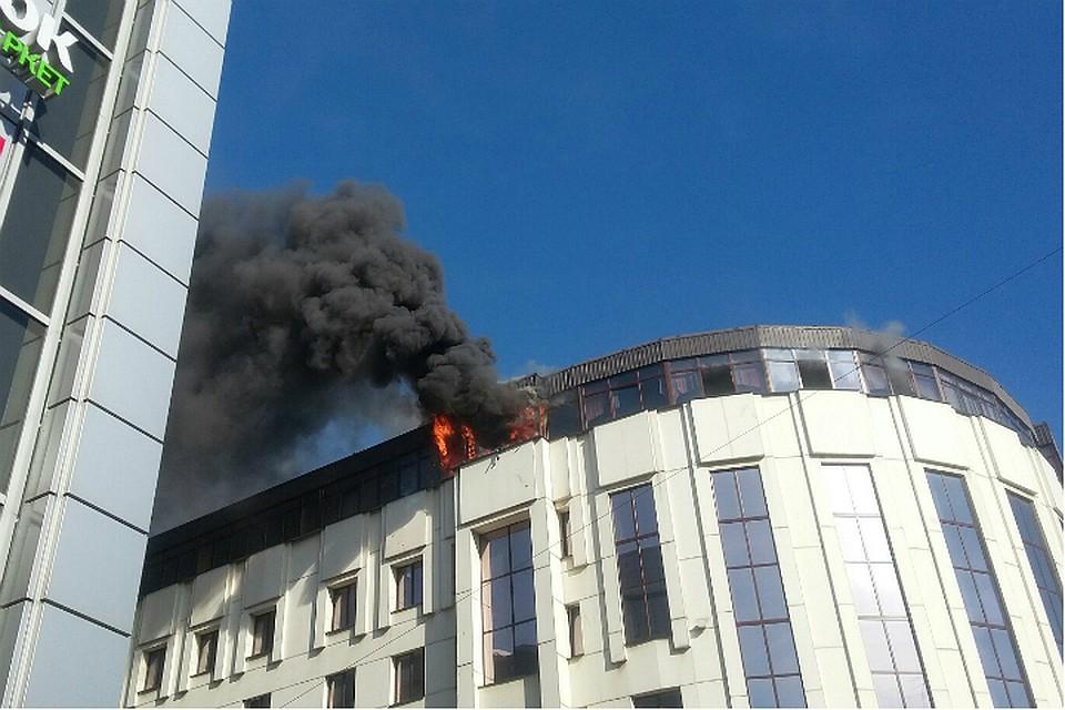 На «Сенной» вбизнес-центре «Мир» горела мансарда