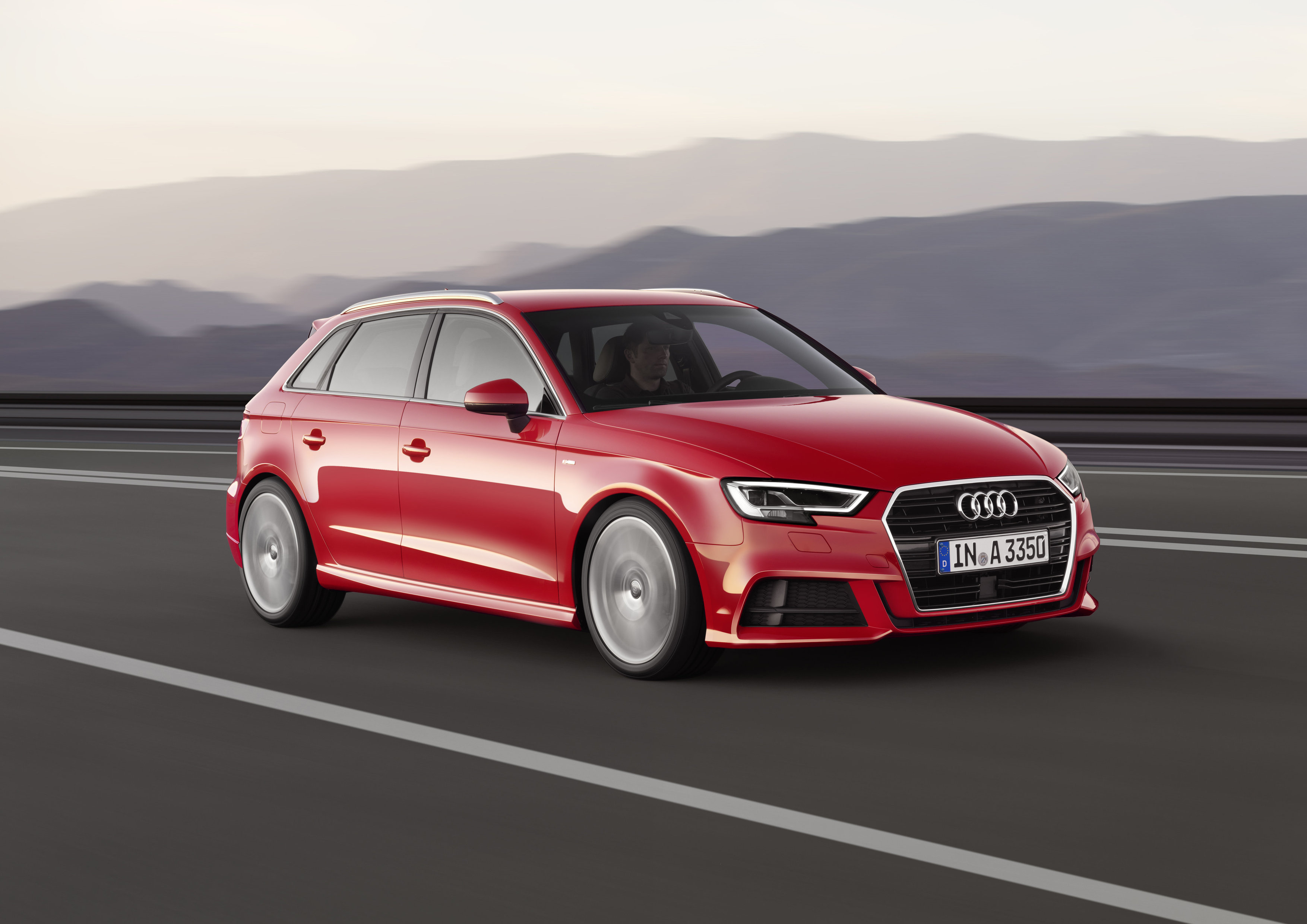 Автомобили обновились как внешне, так и внутренне. Фото Audi
