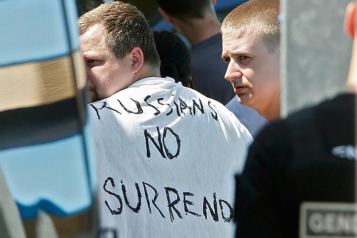 Автобус, в котором с боссы основных российских фан-клубов направлялась в Лилль, полиция остановила на выезде из Канн