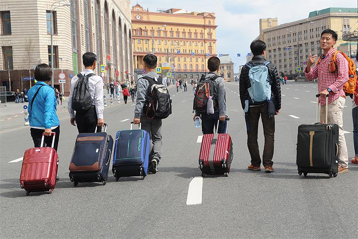 Курс рубля делает путешествия по России выгодными для немцев и китайцев, американцев и испанцев...