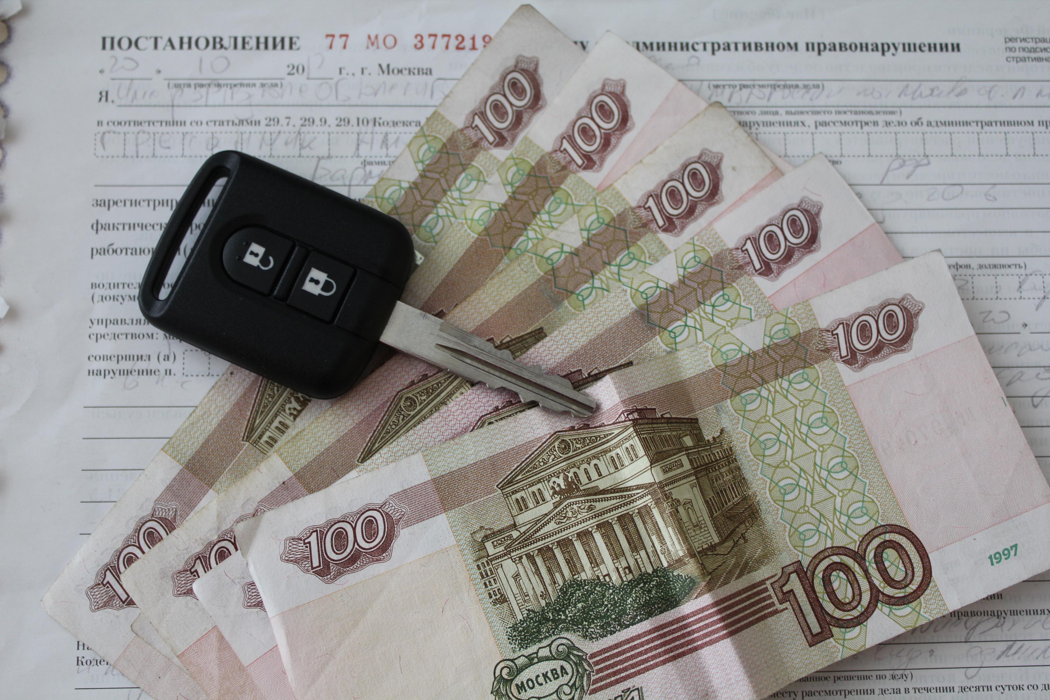 Под действие закона попадают должники с неоплаченными обязательствами на сумму свыше 10 тыс. рублей.