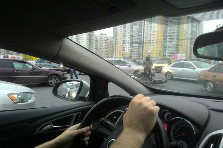 Авария произошла сегодня вечером. ФОТО: «ДТП и ЧП l Санкт-Петербург l Питер Онлайн l СПб»