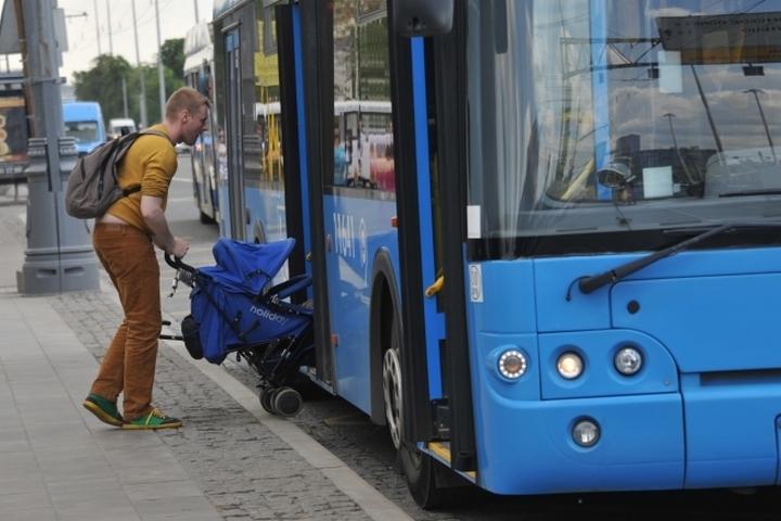 Автобусы меняют маршруты из-за закрытого Троицкого моста