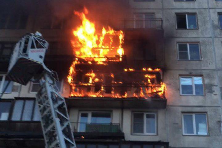 Пожар на проспекте Энергетиков Фото: @hdevik_spb (ДТП и ЧП)