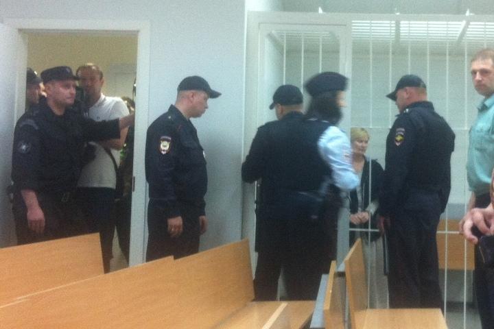 Елена Решетова в зале заседания появилась в шифоновой юбке до пола