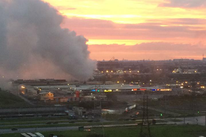 Пожар на Юго-Западе напугал горожан Фото: ДТП и ЧП(Вконтакте)