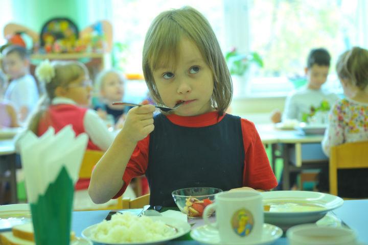 Детское питание в садах и школах.