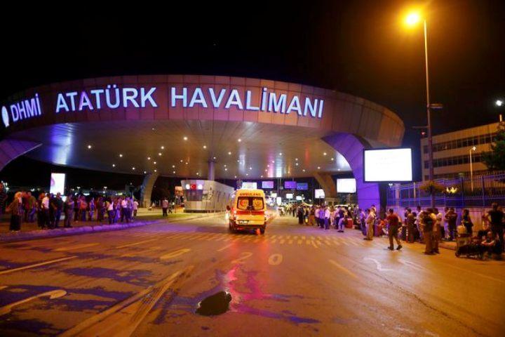 Аэропорт оцепила полиция