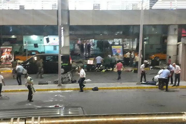 Жертвами теракта в Стамбуле, по данным СМИ, стали не менее 50 человек, пострадали более 100