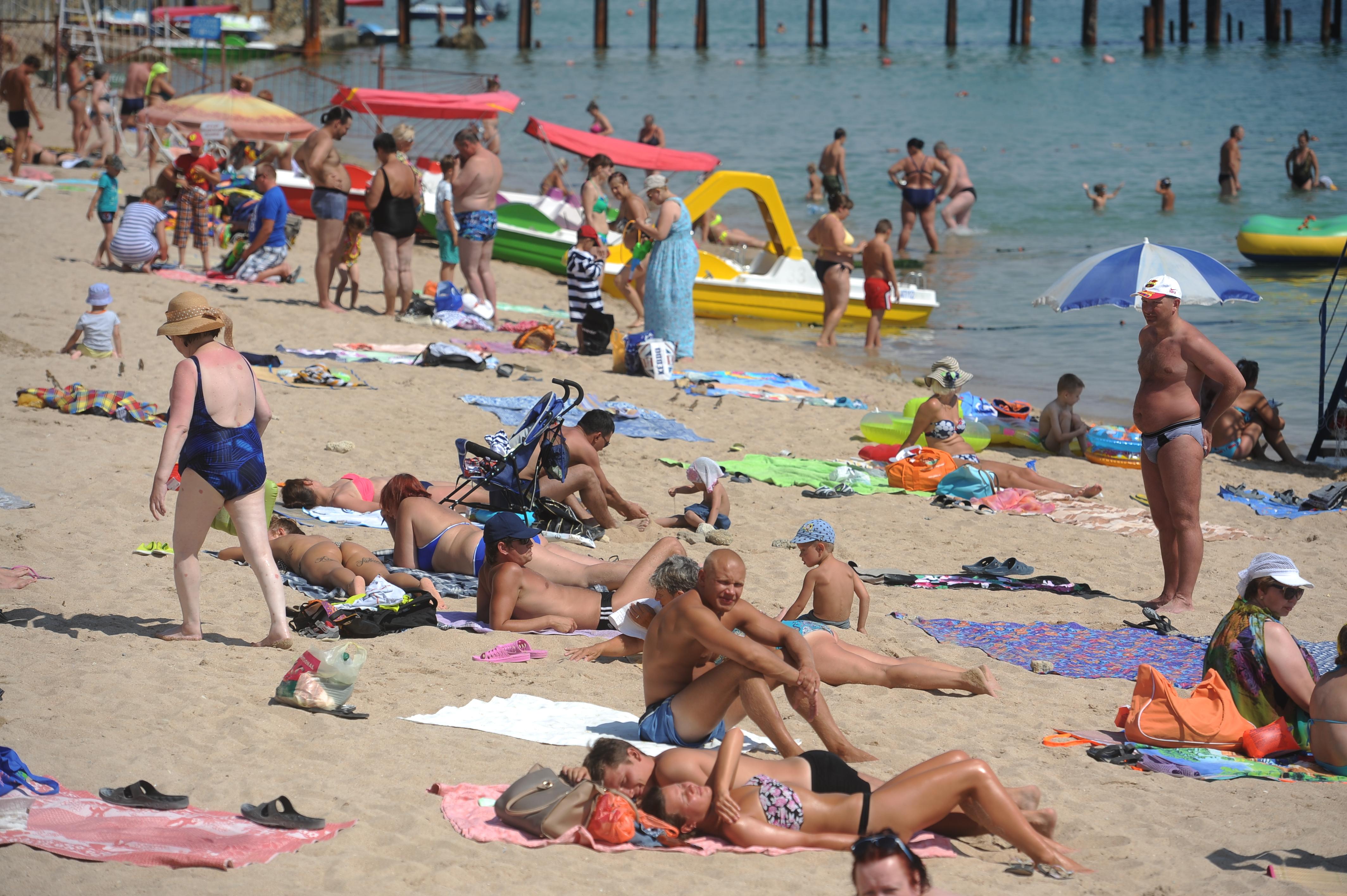 Пьяные девушки на пляже в турции 3 фотография