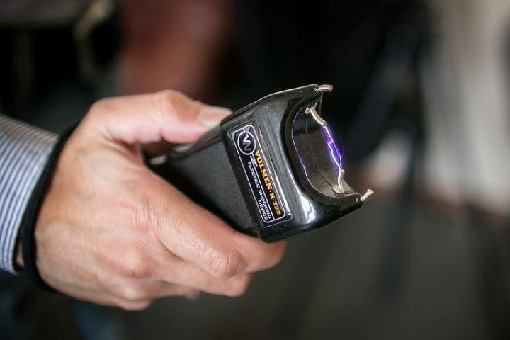 ВТатарстане полицейского отдали под суд запытку подозреваемого электрошокером