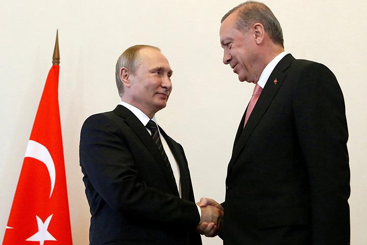 Напереговорах Путина иЭрдогана подали тарелки сихпортретами