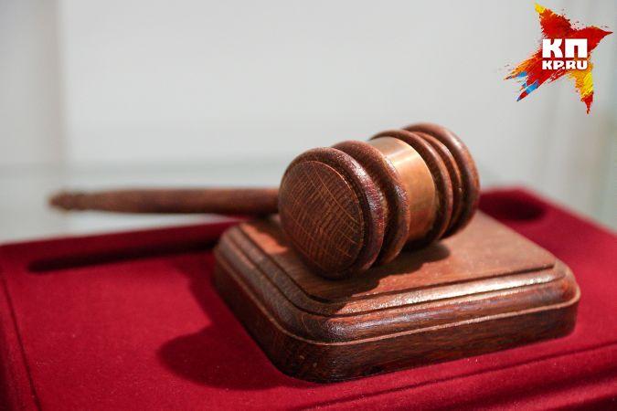 Суд оштрафовал мэрию Екатеринбурга заутонувший вдорожной яме автомобиль