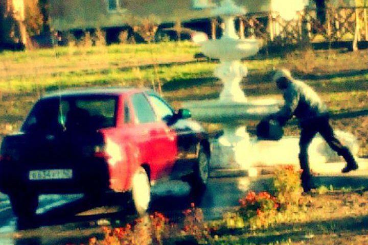 Гражданин Кузбасса помыл автомобиль водой изфонтана
