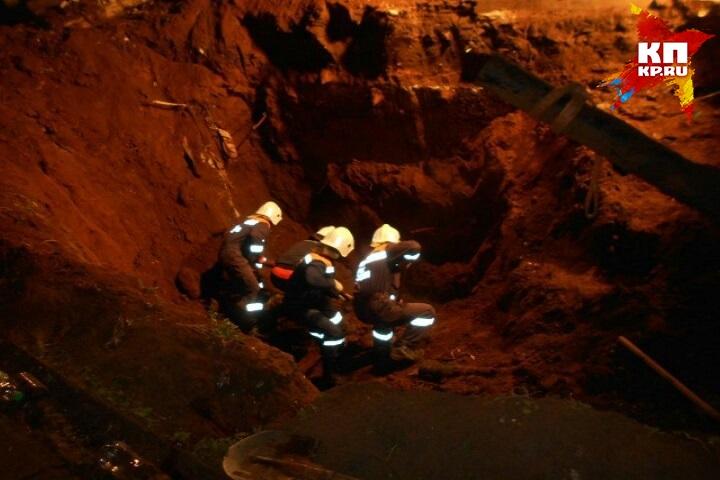 ВТатарстане 2-х рабочих засыпало грунтом вкотловане