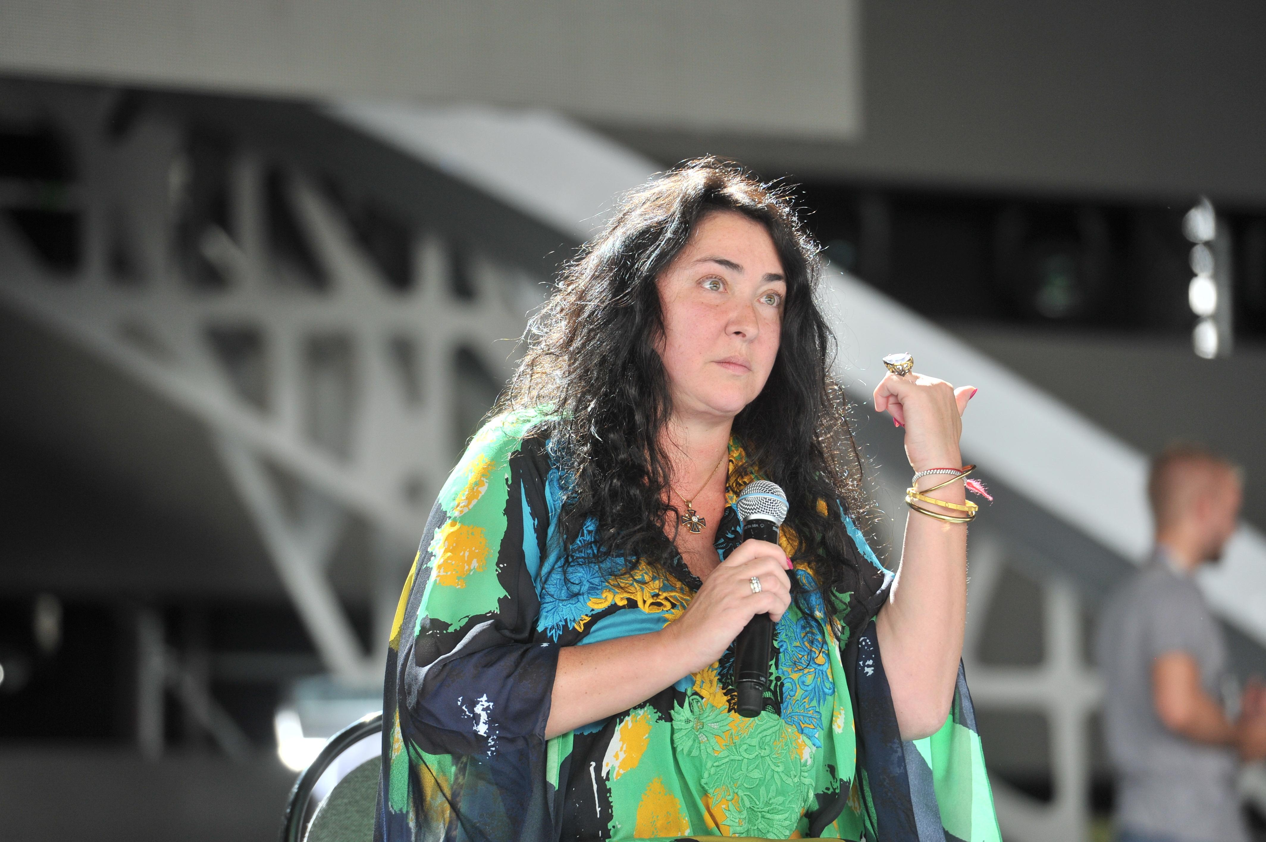 52-летняя Лолита обнажилась на«Новой волне» исразила почитателей наповал