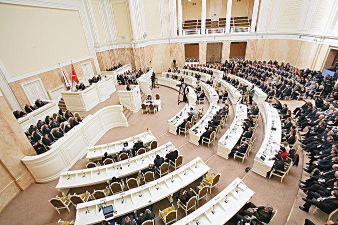 Избранникам ЗакСа нового созыва вручат удостоверения сегодня днем вРотонде Мариинского замка