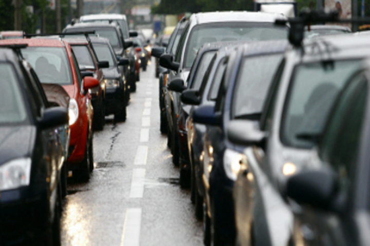 Рекордная пробка в 13 километров затянулась на три часа. Фото РИА Новости
