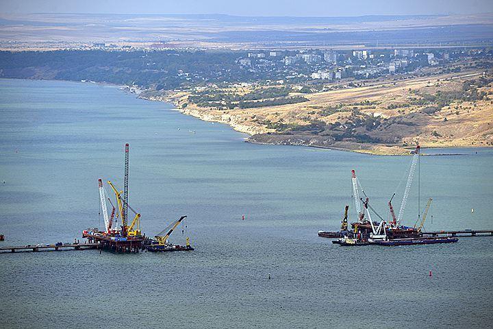 Простые математические расчеты показывают, что при нынешней скорости дрейфа Крыму понадобится около 1,5 миллионов лет, чтобы достигнуть берегов Краснодарского края. Фото: Алексей Дружинин/ТАСС