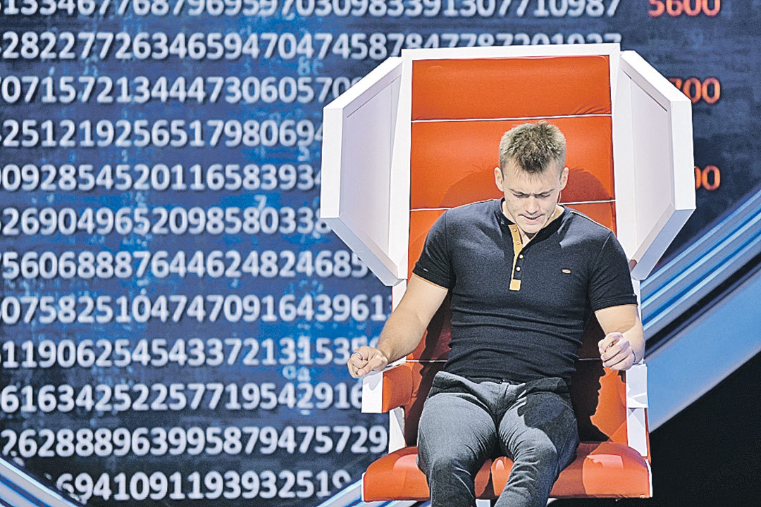 Артем знает и всю таблицу Менделеева, включая атомарную массу всех элементов. Фото: Канал «Россия»