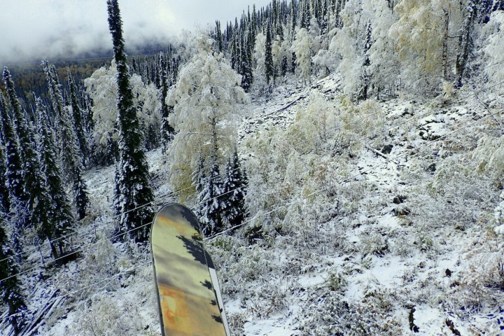 Первые энтузиасты уже открыли горнолыжный сезон вШерегеше