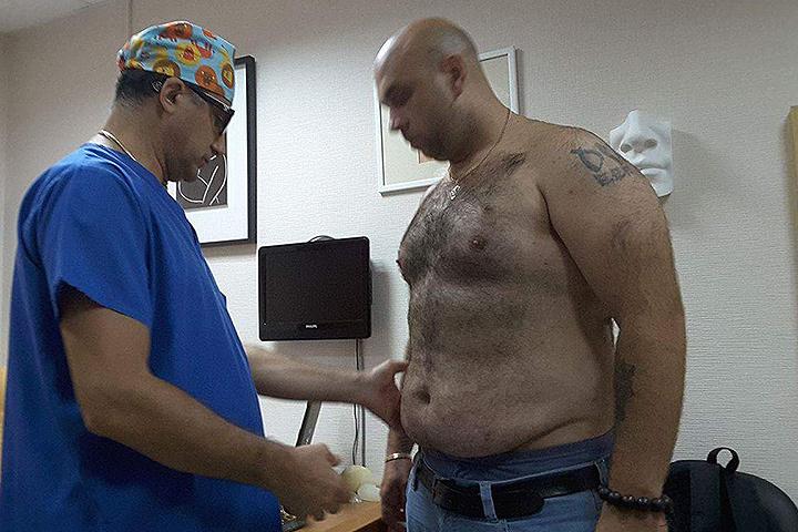 Глеб Жемчугов с пластическим хирургом Гайком Бабаяном.