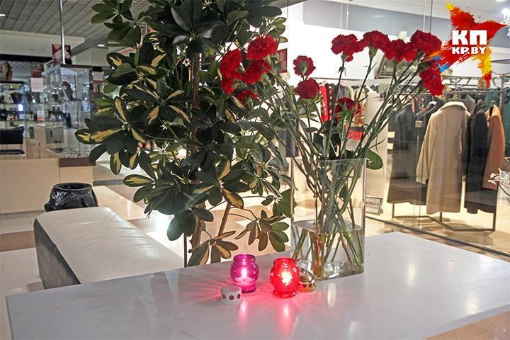 К месту трагедии несут цветы и лампады. Фото: Мария Рольските