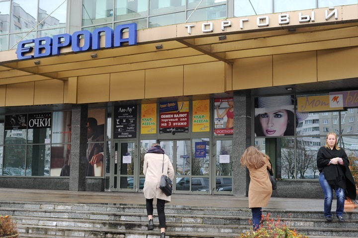 """В торговом центре """"Европа"""" 17-летний парень убил продавщицу и покалечил двух женщин"""