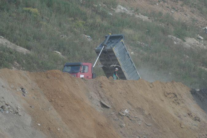 ВИловлинском районе предприниматель устроил песчаный карьер среди поля