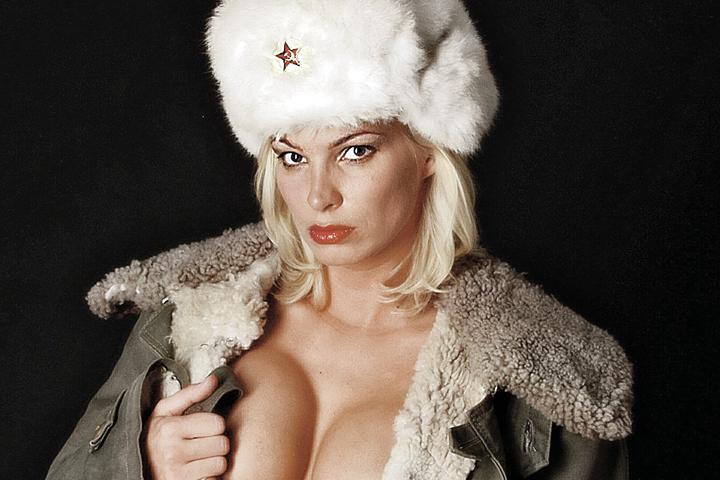 Водка, снег, секс, балалайка и КГБ - из этого набора родится еще немало западных хитов! Фото: Andreas Gmerek/DPA/TASS