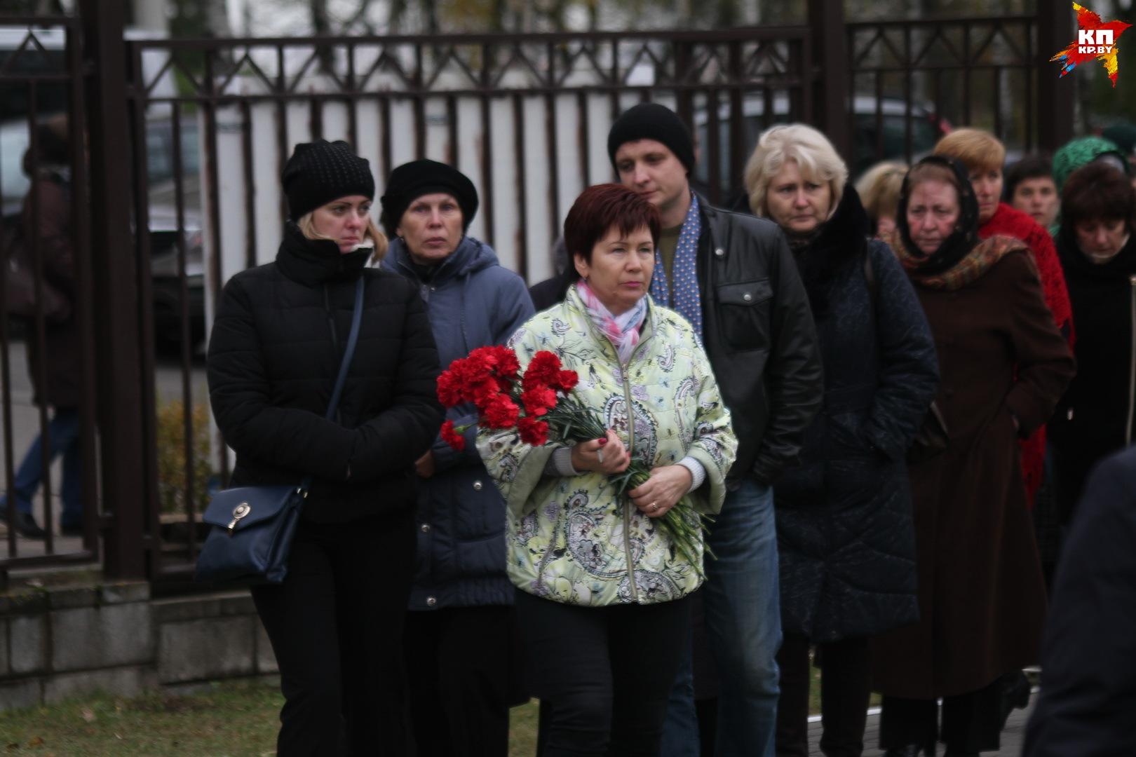 Попрощаться с погибшей пришли родственники, друзья и коллеги. Фото: Мария Рольските
