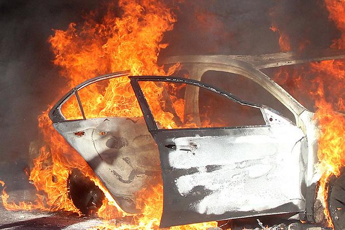 ВВолгограде пироманы сожгли «Газель» итри иномарки