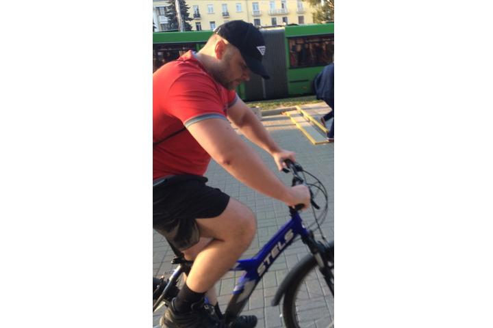 Очередной велосипедист 12октября подрался спрохожими: его разыскивает полиция