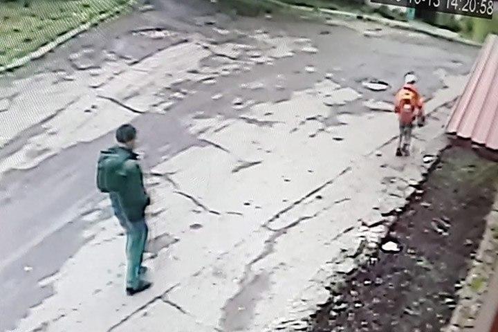 ВКрасноярске разыскивают педофила, напавшего надевочку направобережье