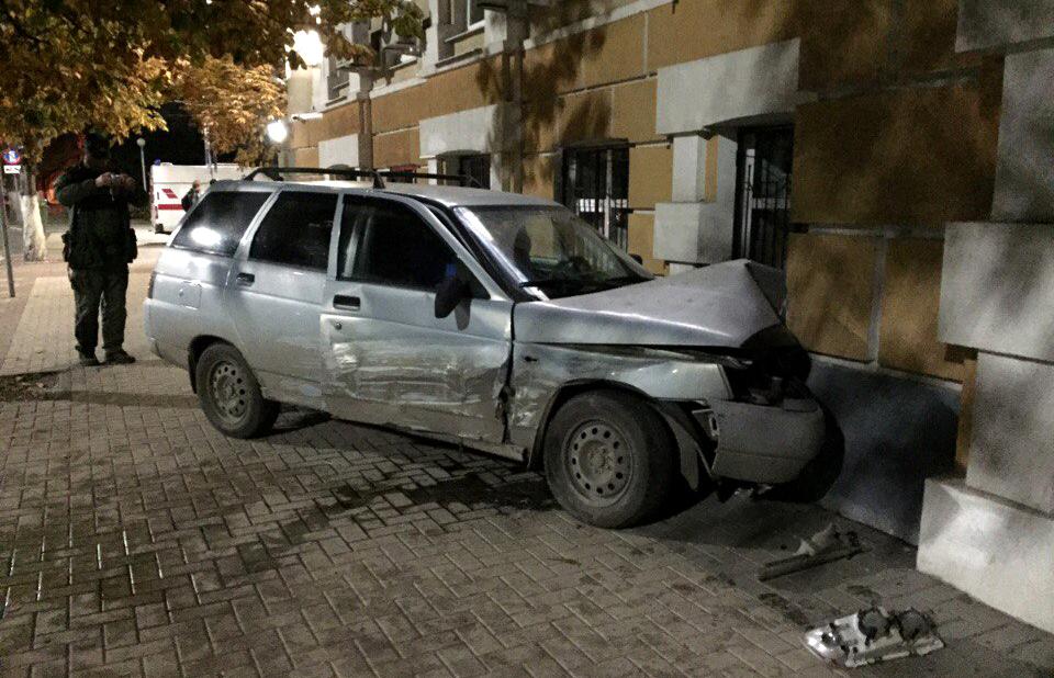 ВРязани в сооружение администрации врезался автомобиль «ВАЗ-2111»