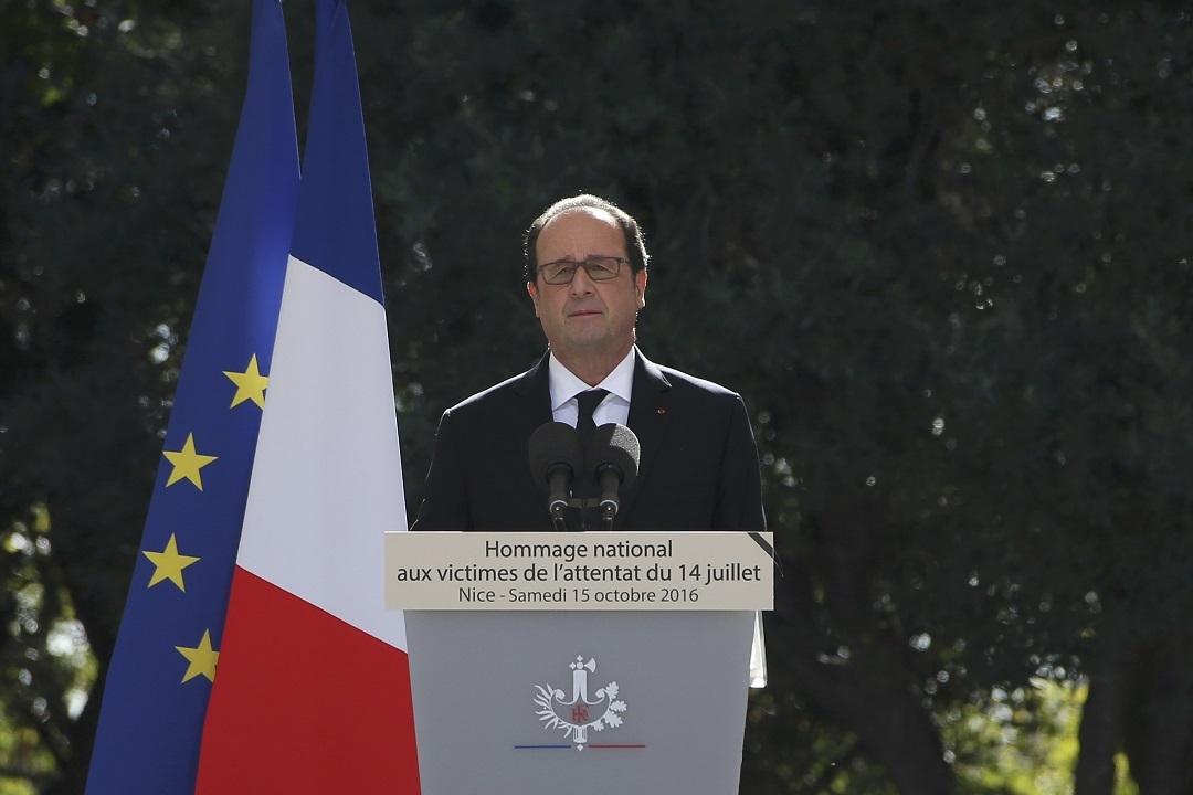 Президент Франции Франсуа Олланд во время траурной церемонии в Ницце