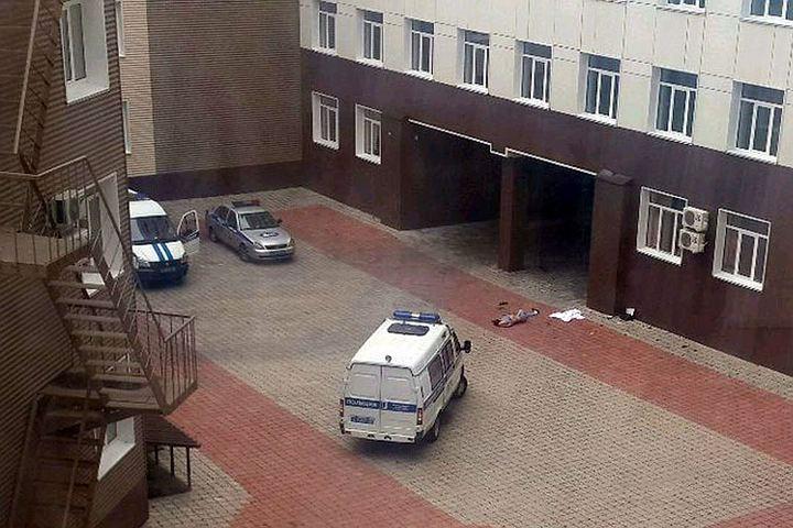 ВБарнауле украевой медицинской клиники найдено мужское тело