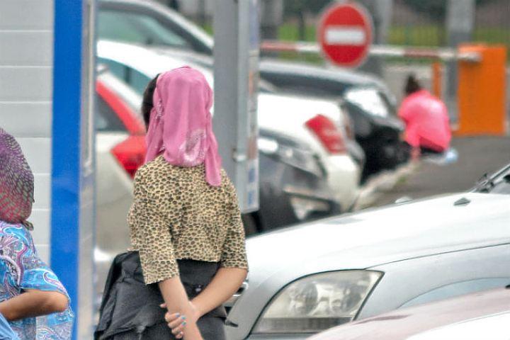 Цыганки, как правило, своими жертвами выбирают молоденьких девушек и пенсионерок