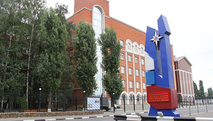 Граждане Воронежа требуют сохранить подлежащий ликвидации вуз МЧС